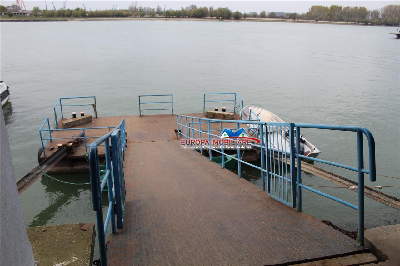 Depozit frigorific cu cheu ponton la Dunare