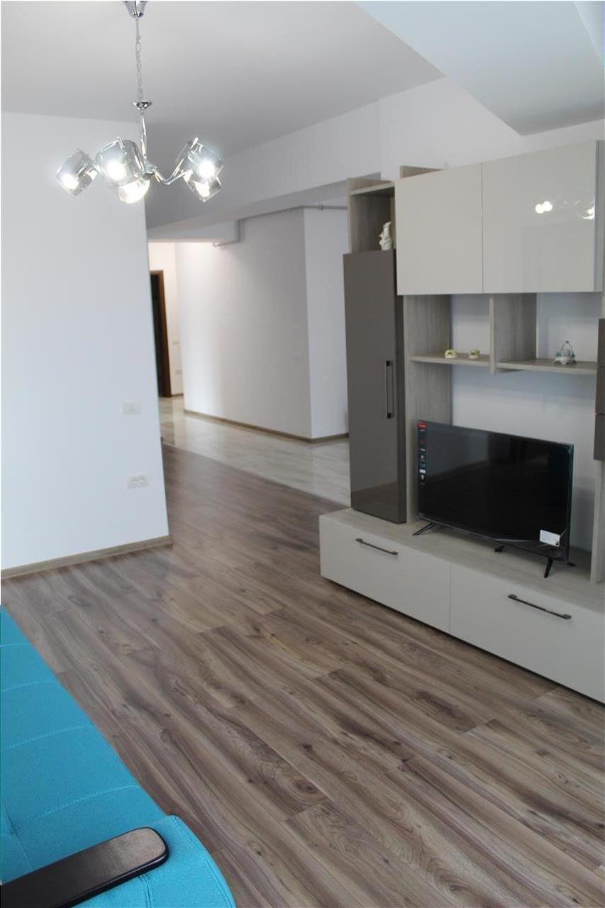 Apartament 3 camere de inchiriat zona Piata Civica