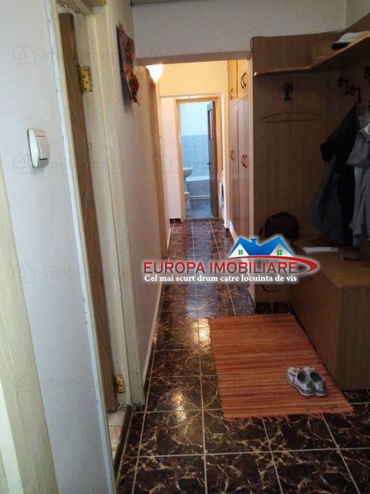 Apartament 3 camere de vanzare zona Piata Noua