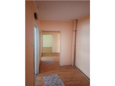 Apartament 4 camere de vanzare zona Piata Noua