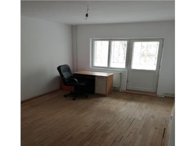 Apartament de vanzare 3 camere zona Babadag