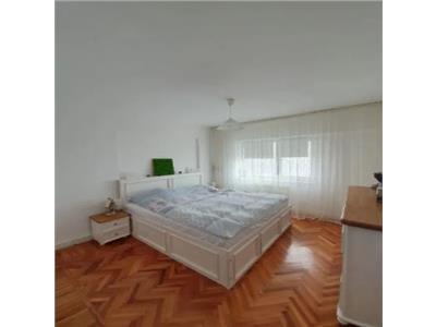 Apartament de vanzare 3 camere strada Babadag