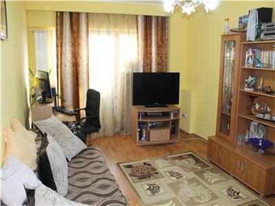Apartament 3 camere de inchiriat zona Peco