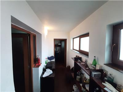 Casa de vanzare zona Alexandru Cel Bun